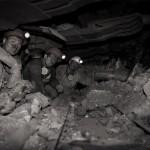 Mineur de charbon ukrainien au fond de la mine à côté de la haveuse. Photo Youry Bilak.