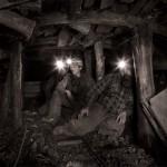 Trois mineurs de charbon ukrainiens au fond de la mine.