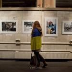 """Exposition de Youry Bilak """"Maïdan, histoire du future"""" à la maison de l'Ukraine à Kiev. Drapeau ukrainien"""