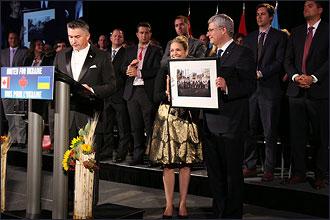 Vente aux enchères caritative par Canada Ukraine foundation avec la présence du premier ministre canadien Stephen Harper. Aide médicale pour l'Ukraine