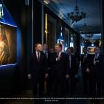 Le président polonais Andrzej Duda, le président ukrainien Petro Porochenko et le chef de l'administration présidentielle ukrainienne Borys Lozhkyn, à l'exposition Projectio de Youry Bilak, le 15 Décembre 2015.